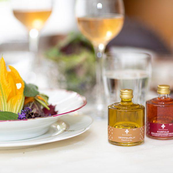 tryffeliöljy karpalobalsamiviinietikka truffle oil cranberry balsamic vinegar