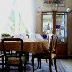 ruokailuhuone table