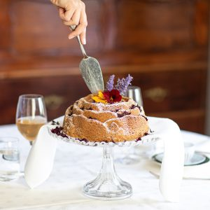yrttisokerikakku herb sugar cake