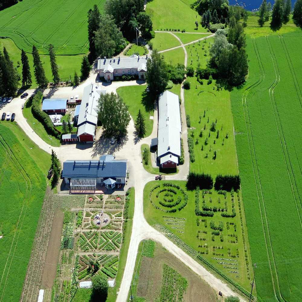 piha manor yard